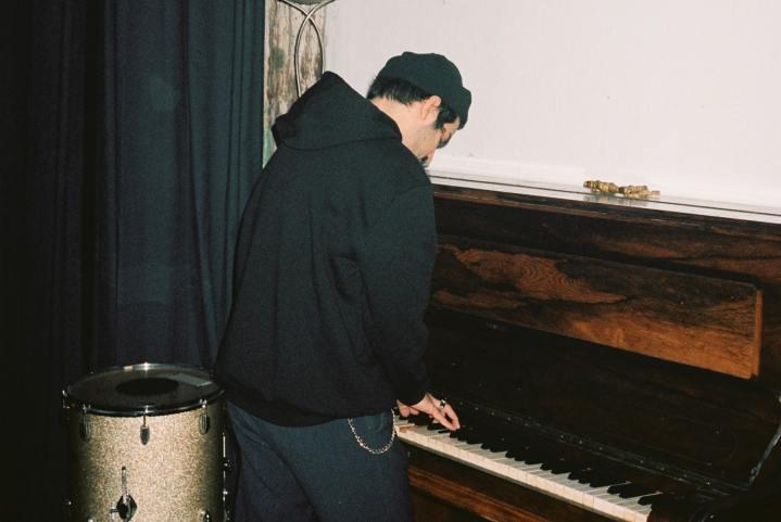 Crayon dévoile son nouveau single «Misplaced»